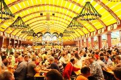 Шатер Löwenbräu (Oktoberfest 2013) Стоковые Изображения