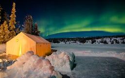 Шатер Prospsector под зеленым рассветом стоковая фотография