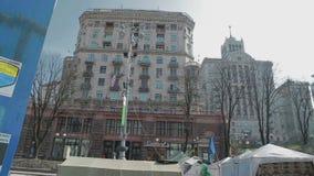 Шатры на улице около баррикад, Киеве Khreshchatyk видеоматериал