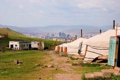 Шатры ger Монгол в холмах над Улан-Батором Стоковое фото RF
