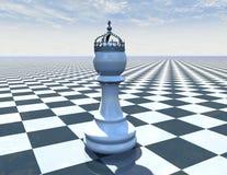 Шахматная фигура на красивой голубой предпосылке с шахматной доской Стоковое Изображение