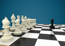 Шахматные фигуры против голубой предпосылки Стоковая Фотография