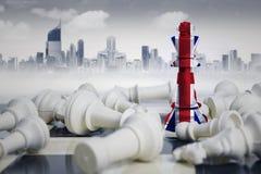 Шахматные фигуры флага Англии близко упаденные белые Стоковые Изображения RF