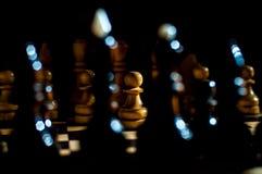 Шахматы настольная игра логики с особенными частями на доске 64 клеток для 2 оппонентов, совмещая элементы искусства, науку и спо стоковая фотография