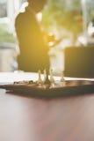Шахмат в офисе с предпосылкой бизнесмена Стоковые Изображения RF