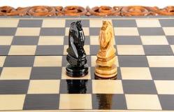 Шахмат почерните ответную часть потери highlight игры конца шахмат проверки дела доски monochrome метафоры над успехом стратегии  Стоковое Изображение RF