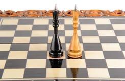 Шахмат почерните ответную часть потери highlight игры конца шахмат проверки дела доски monochrome метафоры над успехом стратегии  Стоковое фото RF