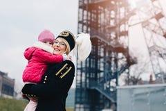 Шахтер работницы черный с ее ребенком Стоковые Фото