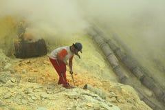 Шахты серы Kawah Ijen в East Java, Индонезии стоковое изображение rf