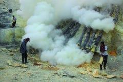 Шахты серы Kawah Ijen в East Java, Индонезии стоковые фото