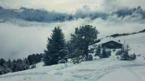 Шале в доломитах Альпах стоковые фотографии rf