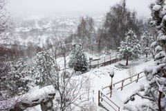 Шале и кабина лыжи зимы в горе снега Стоковые Фото