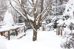 Шале и кабина лыжи зимы в горе снега Стоковое Фото