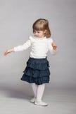 Шаловливые танцы ребёнка Стоковые Изображения