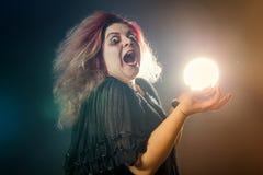Шальная ведьма смеясь над histerically Стоковое фото RF