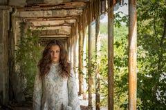 Шальная девушка & x28; модельное photo& x29 портрета; внешний Стоковые Фотографии RF