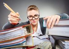 Шальная женщина в офисе Стоковое фото RF