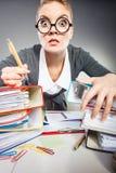 Шальная женщина в офисе Стоковое Изображение