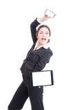 Шальная счастливая женщина продаж показывая современные приборы технологии стоковые фотографии rf