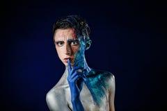 Шальной молодой человек androgyne с искусством стороны spaceman Странная персона Стоковое фото RF