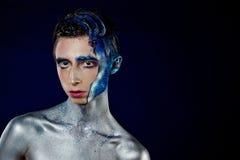 Шальной молодой человек androgyne с искусством стороны spaceman Странная персона Стоковая Фотография