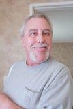 Шальной старший человек стоковая фотография
