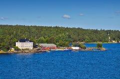 Шведские поселения на островках архипелага Стокгольма в Балтийском море, Швеции Стоковые Фотографии RF