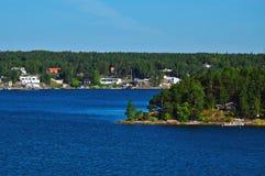 Шведские поселения на островках архипелага Стокгольма в Балтийском море, Швеции Стоковая Фотография RF