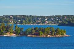 Шведские поселения на островках архипелага Стокгольма в Балтийском море, Швеции Стоковое фото RF