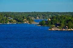 Шведские поселения на островках архипелага Стокгольма в Балтийском море, Швеции Стоковые Фото