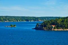 Шведские поселения на островках архипелага Стокгольма в Балтийском море, Швеции Стоковое Фото