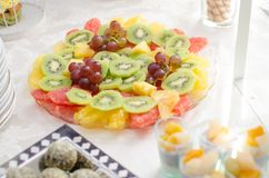 Шведский стол свежих фруктов Стоковые Фото