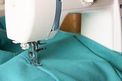 Швейная машина и деталь одежды стоковое изображение