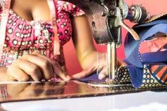 Швейная машина и портной стоковые изображения rf