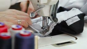 Швейная машина и шить инструменты сток-видео