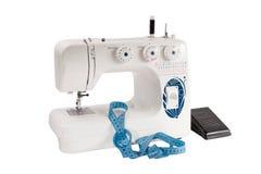 Швейная машина с предпосылкой белизны педали Стоковые Фото