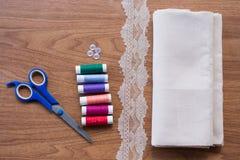 Швейный набор на деревянном Стоковое Изображение