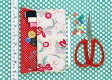 Швейный набор на предпосылке ткани Стоковое Изображение