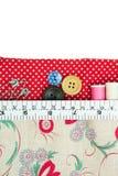 Швейный набор с сумкой ткани на белизне Стоковое Изображение