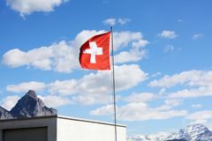 швейцарец флага небо предпосылки голубое Стоковые Изображения RF
