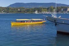 Швейцария Женева озеро расквартировывает самый большой, самые элегантные и самые однотиповые шлюпки эпохы красавицы Стоковое фото RF