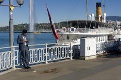 Швейцария Женева озеро расквартировывает самый большой, самые элегантные и самые однотиповые шлюпки эпохы красавицы Стоковые Изображения RF