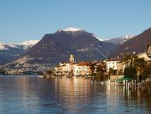Швейцария - озеро Лугано. взгляд на Brusino. стоковое изображение rf