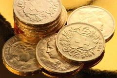 Швейцарские золотые монетки Стоковые Фотографии RF