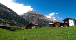 Швейцарские Chalets горы Стоковое фото RF