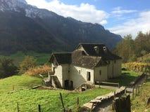 Швейцарский итальянский традиционный дом стоковая фотография rf