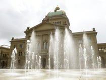 Швейцарский парламент строя Bundesplatz в Bern, Швейцарии Ho Стоковые Изображения