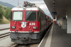 Швейцарское узкое железнодорожное rhb Стоковая Фотография