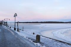Швеция, утро зимы LuleÃ¥, взгляд над Luleälven Стоковые Фото
