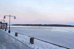 Швеция, утро зимы LuleÃ¥, взгляд над Luleälven Стоковая Фотография
